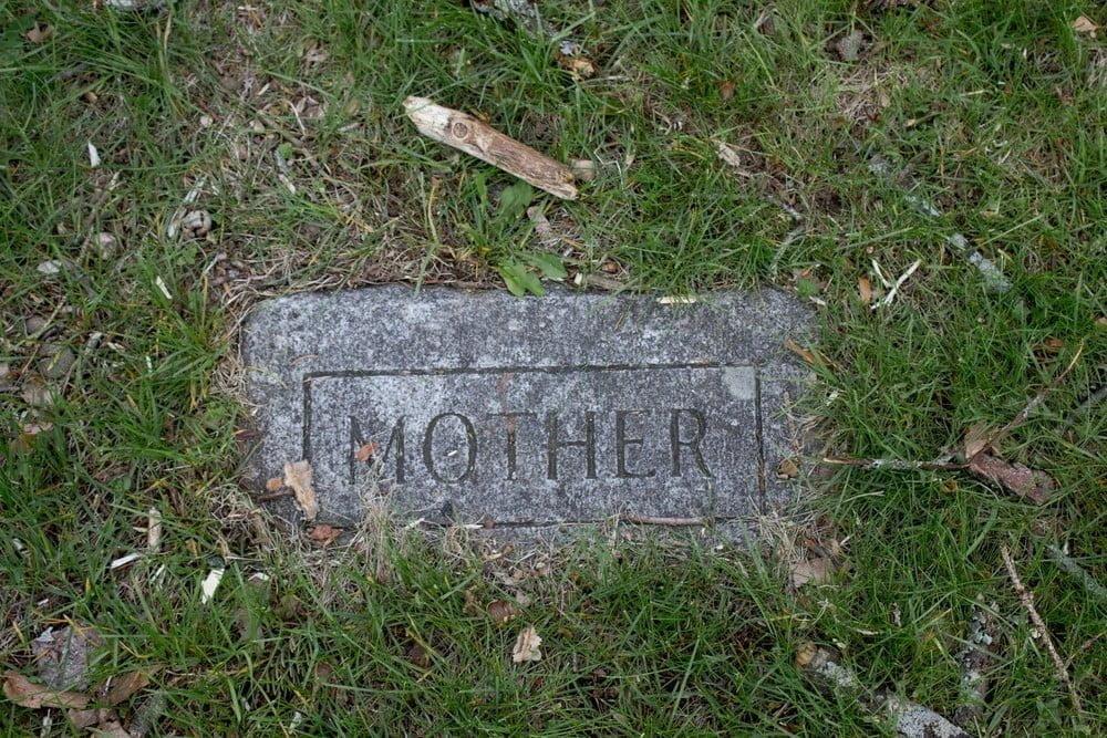 Simple flat grave marker